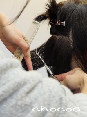 セニングによる毛量調整を学ぶハマちゃん